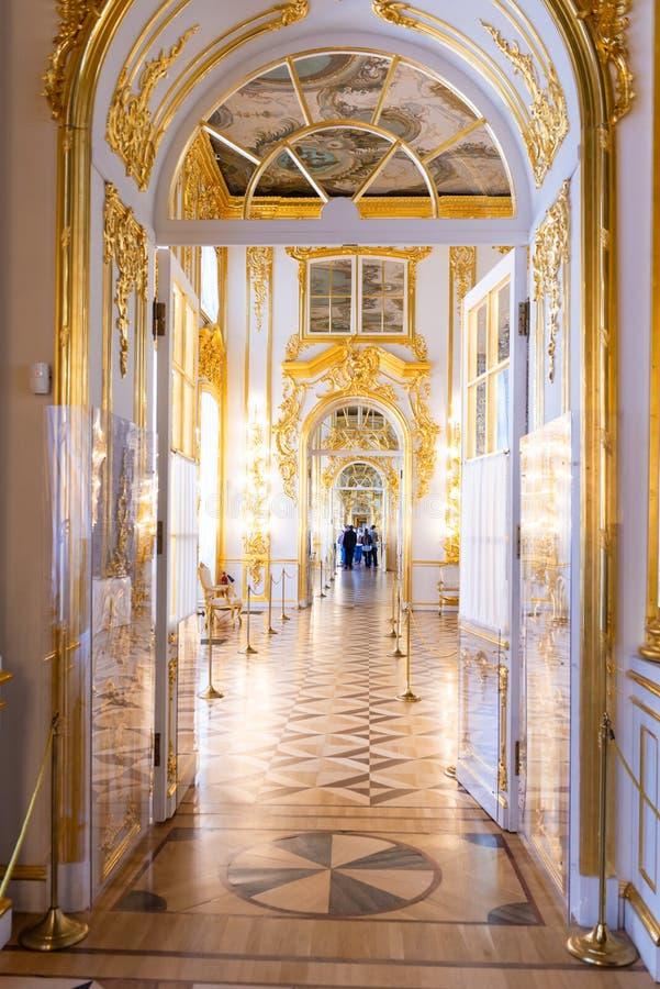 Άγιος-Πετρούπολη, ΡΩΣΙΑ - 30 ΑΠΡΙΛΊΟΥ 2019: Στυλ ροκοκό μπαρόκ εσωτερική στοά του παλατιού της Catherine, Tsarskoye Selo, Pushkin στοκ εικόνες με δικαίωμα ελεύθερης χρήσης