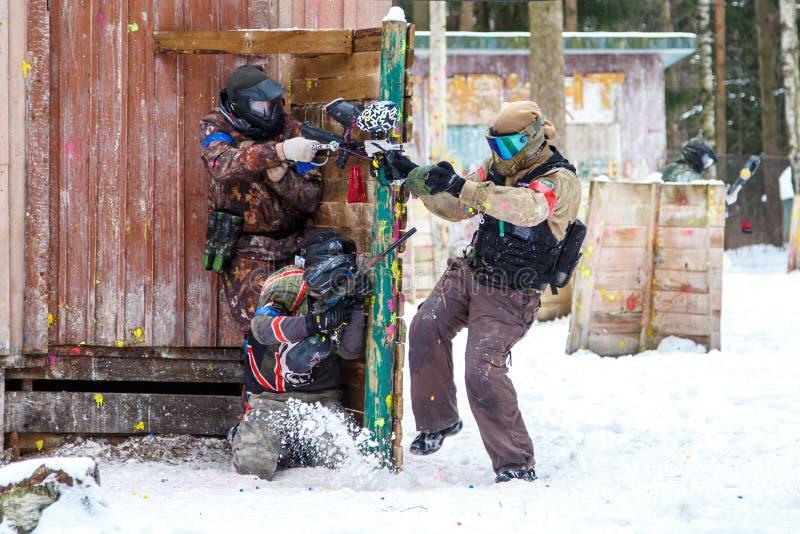 Άγιος-Πετρούπολη, Ρωσία - 21 Φεβρουαρίου 2016: Μεγάλο ετήσιο παιχνίδι «ημέρα Μ» σεναρίου paintball στη λέσχη Snaker στοκ φωτογραφία με δικαίωμα ελεύθερης χρήσης