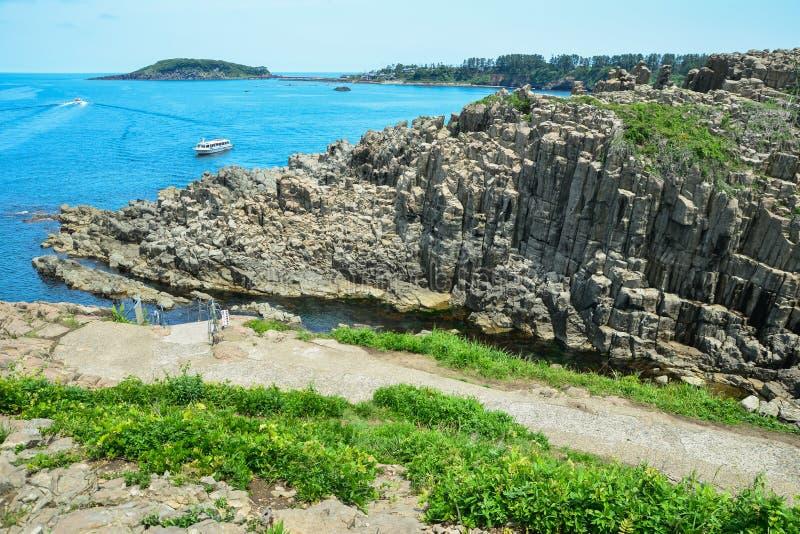 Άγονος απότομος βράχος της Ιαπωνίας στοκ εικόνα με δικαίωμα ελεύθερης χρήσης
