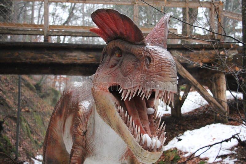 Άγριος δεινόσαυρος με τα μακριά δόντια - πορτρέτο στοκ φωτογραφία