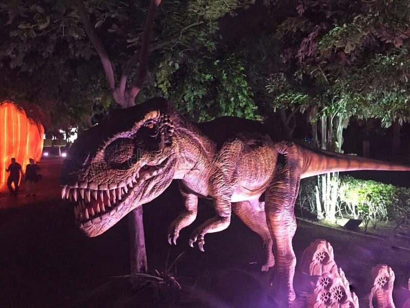 Άγριος δεινόσαυρος στο πάρκο στοκ φωτογραφία με δικαίωμα ελεύθερης χρήσης