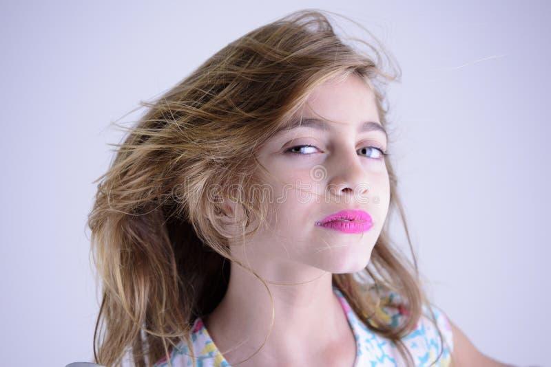 Άγριο κορίτσι που φαίνεται αριστερό στοκ φωτογραφίες με δικαίωμα ελεύθερης χρήσης