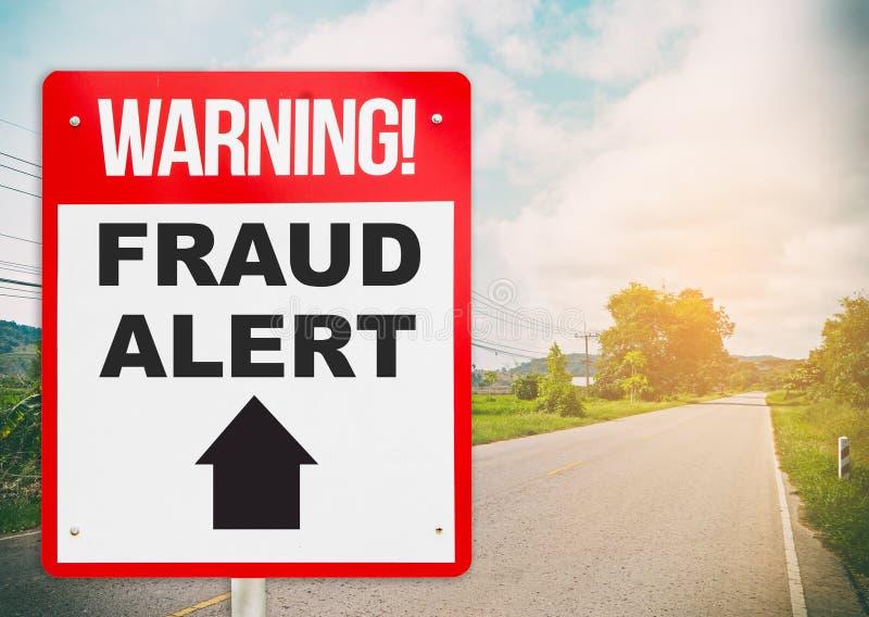 Άγρυπνο μπροστά προειδοποιώντας σύστημα σηματοδότησης απάτης στο δρόμο στοκ εικόνες