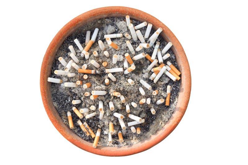 Άκρες τσιγάρων ashtray που απομονώνεται στο άσπρο υπόβαθρο Η έννοια του κόσμου καμία ημέρα καπνών στις 31 Μαΐου, σταματά, όχι s στοκ εικόνες