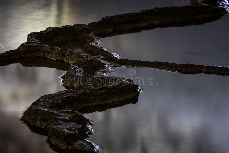 Άκρες φραγμάτων Rimstone, σπηλιά Akiyoshi στοκ φωτογραφίες
