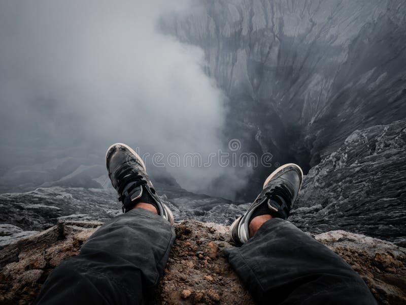 Άκρη ενός κρατήρα ηφαιστείων στοκ εικόνες με δικαίωμα ελεύθερης χρήσης
