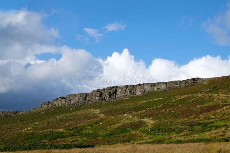 Άκρη Stanage, μια επάνθιση gritstone στη μέγιστη περιοχή του Derbyshire στοκ εικόνες με δικαίωμα ελεύθερης χρήσης
