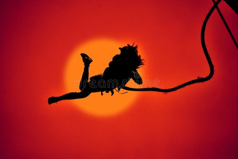 Άλματα Bungee ως ακραίο και αθλητισμό διασκέδασης στοκ φωτογραφία