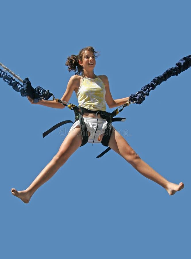άλμα κοριτσιών bungee στοκ εικόνες