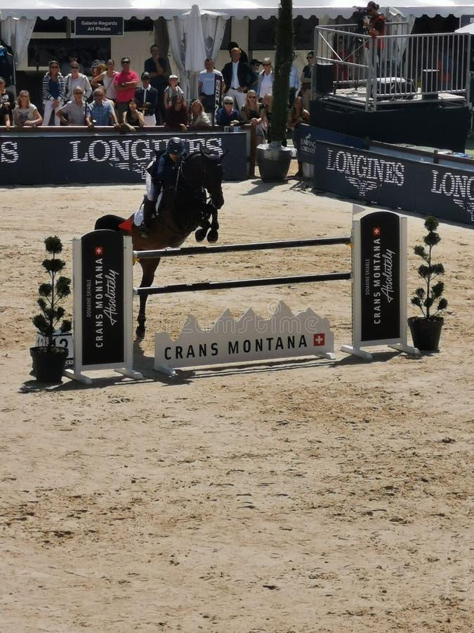 Άλογο που πηδά κατά τη διάρκεια Crans Μοντάνα που πηδά το γεγονός 2019 Longines στοκ φωτογραφίες με δικαίωμα ελεύθερης χρήσης