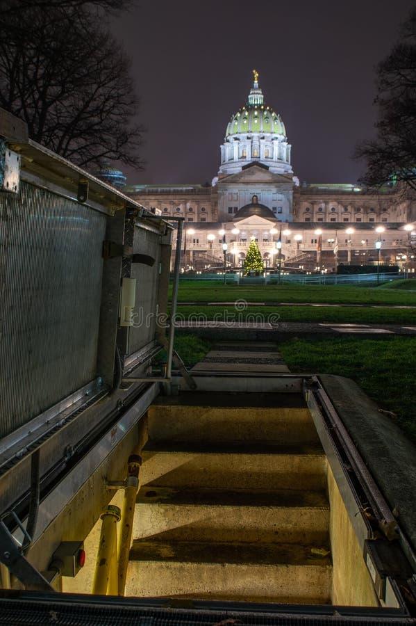 Άλσος στρατιωτών και κράτος Capitol του Χάρισμπουργκ στοκ φωτογραφία με δικαίωμα ελεύθερης χρήσης