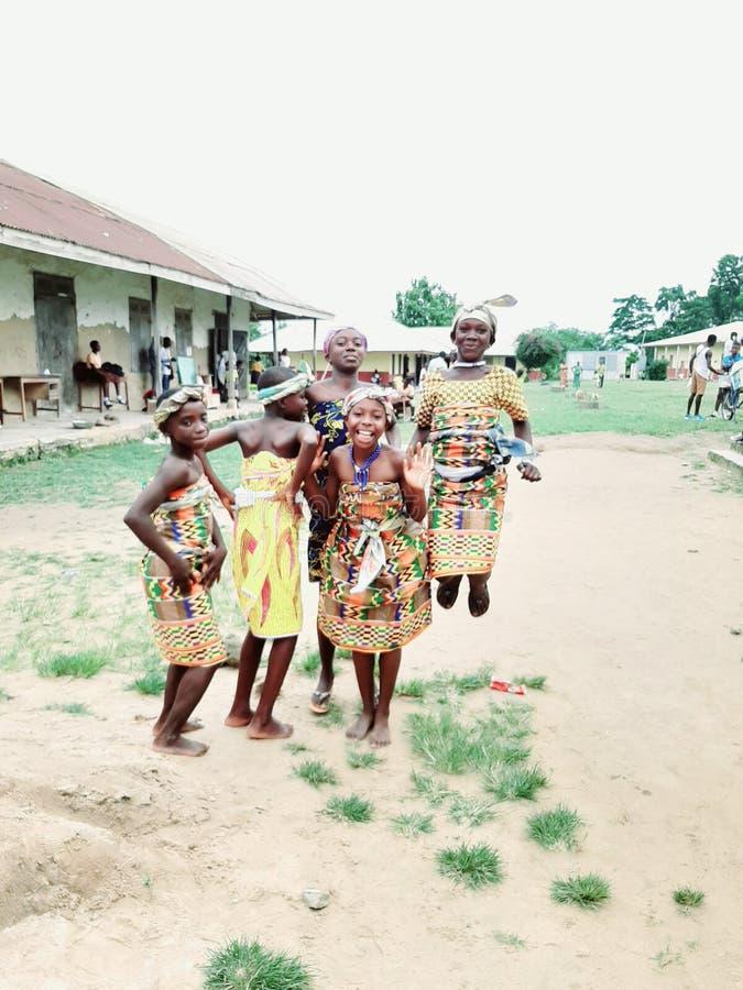 Άλτες Kente στη Γκάνα Το χαμόγελο είναι καλό στοκ εικόνα με δικαίωμα ελεύθερης χρήσης
