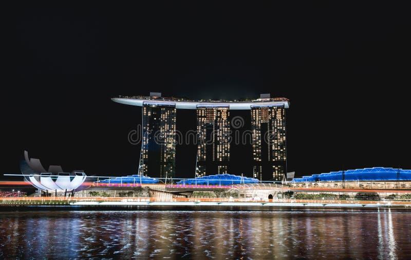 Άμμοι κόλπων μαρινών της Σιγκαπούρης τη νύχτα στοκ εικόνες