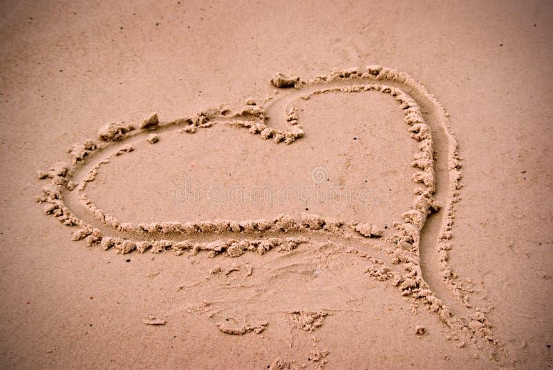 άμμος αγάπης καρδιών παραλ& στοκ φωτογραφία