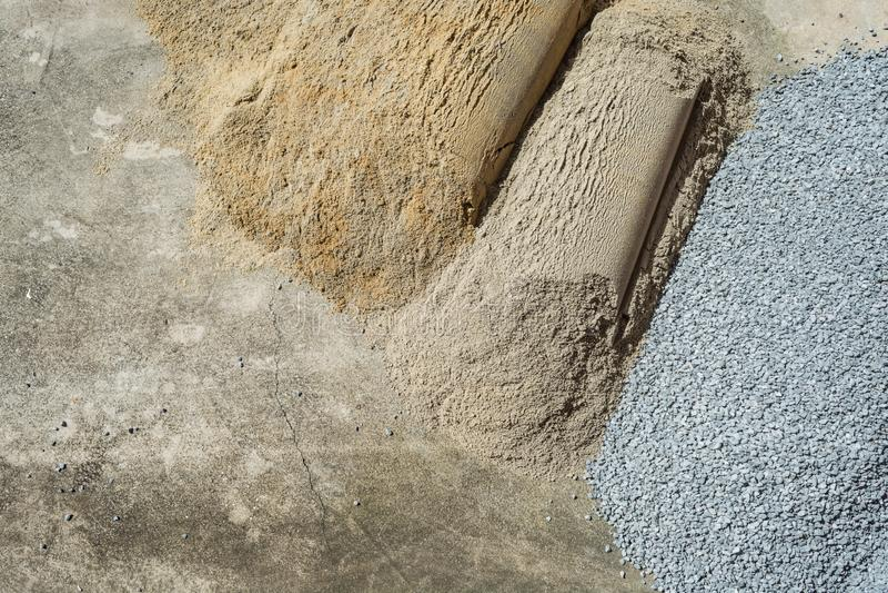 Άμμος και βράχος που συντρίβεται που χρησιμοποιούνται για το δρόμο, κήπος, τοίχος, κατασκευή, στοκ φωτογραφίες με δικαίωμα ελεύθερης χρήσης