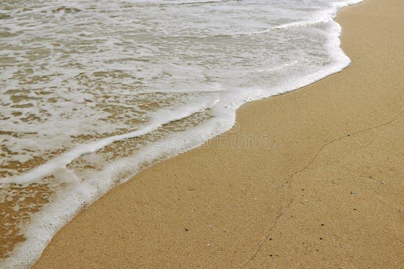 Άμμος και κύμα στοκ εικόνες με δικαίωμα ελεύθερης χρήσης