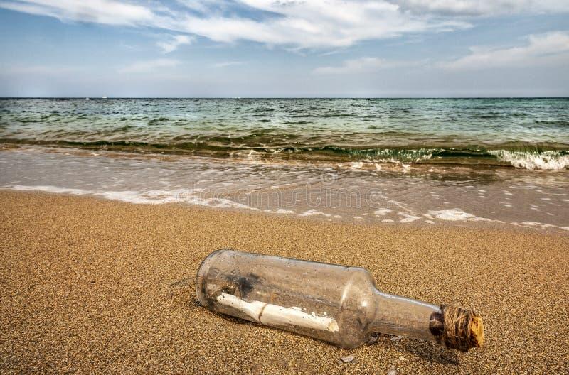 άμμος μηνυμάτων μπουκαλιών απεικόνιση αποθεμάτων