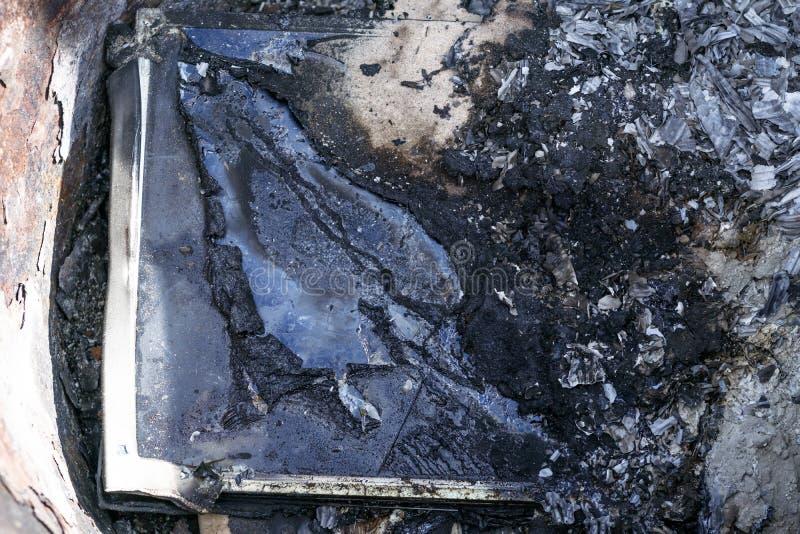 άμμος παραλιών E τα εγκαύματα οργάνων ελέγχου με τον καπνό έχετε ένα πληκτρολόγιο στοκ εικόνες με δικαίωμα ελεύθερης χρήσης