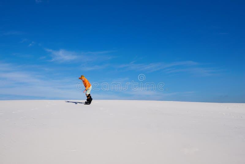 Άμμος που επιβιβάζεται στην έρημο στην ηλιόλουστη ημέρα στοκ φωτογραφία με δικαίωμα ελεύθερης χρήσης