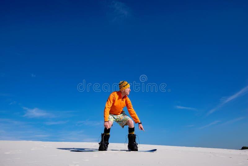 Άμμος που επιβιβάζεται στην έρημο στην ηλιόλουστη ημέρα στοκ εικόνες