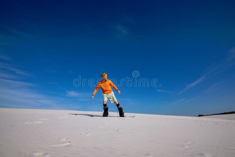 Άμμος που επιβιβάζεται στην έρημο στην ηλιόλουστη ημέρα στοκ φωτογραφίες