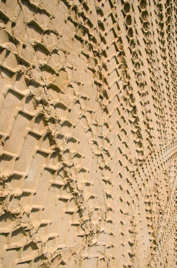 Άμμος σημαδιών ροδών αυτοκινήτων. Ανασκόπηση έννοιας μεταφορών στοκ φωτογραφίες