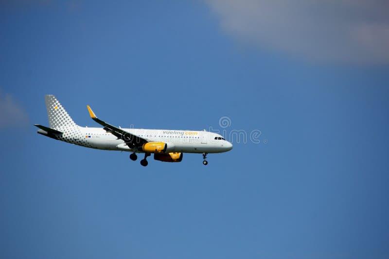 Άμστερνταμ οι Κάτω Χώρες - 27 Αυγούστου 2017: Airbus A320-200 Vueling ΕΚ-ΜΕΛ στοκ εικόνα με δικαίωμα ελεύθερης χρήσης