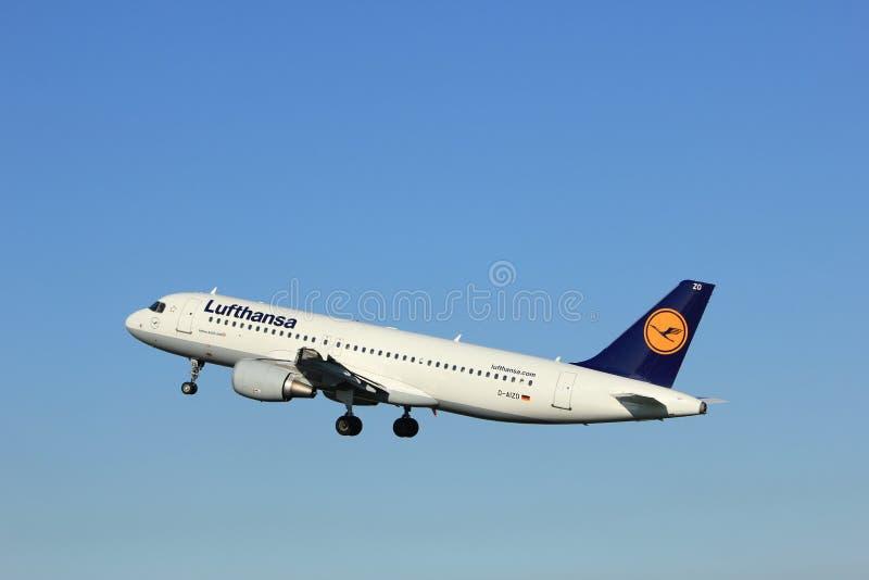 Άμστερνταμ, οι Κάτω Χώρες - ο Αύγουστος, 18ο το 2016: Δ-AIZO Lufthansa στοκ φωτογραφία με δικαίωμα ελεύθερης χρήσης