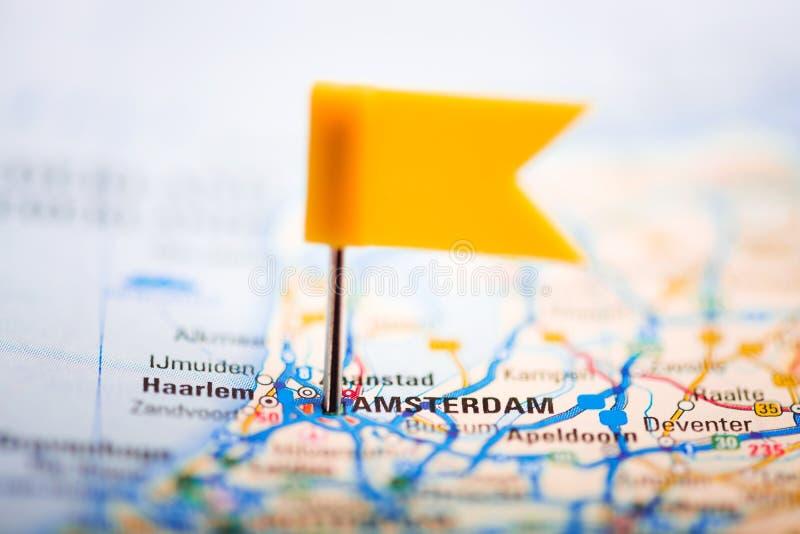 Άμστερνταμ σε έναν χάρτη στοκ φωτογραφίες