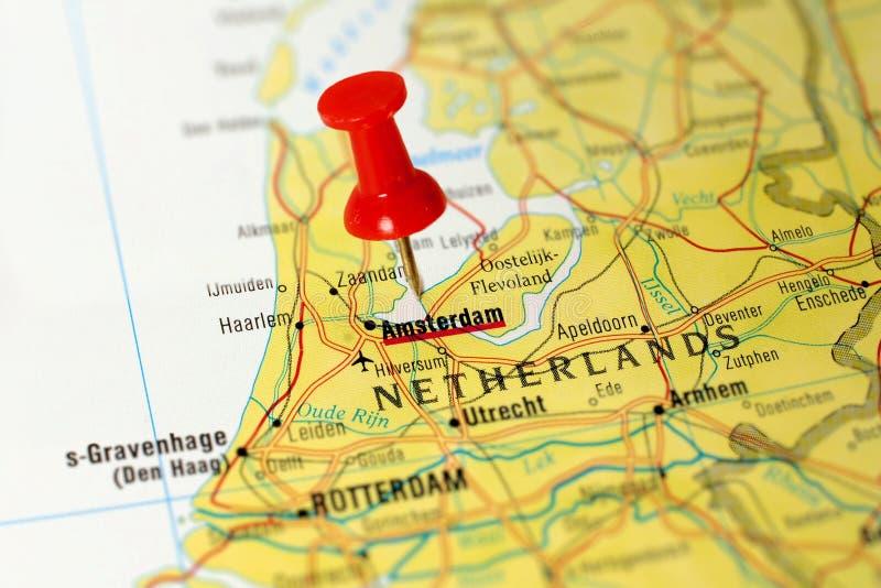 Άμστερνταμ σε έναν χάρτη στοκ εικόνες