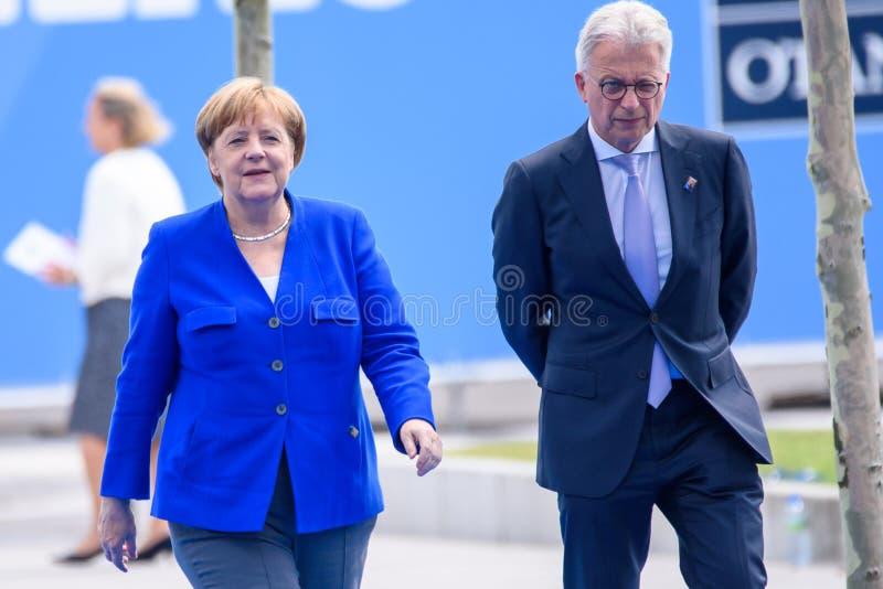 Άνγκελα Μέρκελ, καγκελάριος της Γερμανίας, κατά τη διάρκεια της άφιξης στη ΣΎΝΟΔΟ ΚΟΡΥΦΉΣ 2018 του ΝΑΤΟ στοκ εικόνες