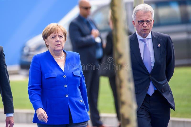 Άνγκελα Μέρκελ, καγκελάριος της Γερμανίας, κατά τη διάρκεια της άφιξης στη ΣΎΝΟΔΟ ΚΟΡΥΦΉΣ 2018 του ΝΑΤΟ στοκ εικόνες με δικαίωμα ελεύθερης χρήσης