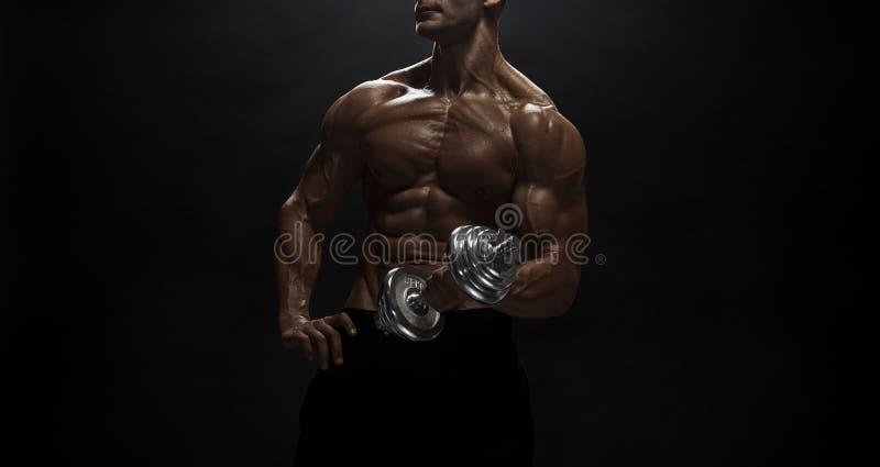 Άνδρας γυμναστικής ποζάρουν στο στούντιο στοκ εικόνα με δικαίωμα ελεύθερης χρήσης