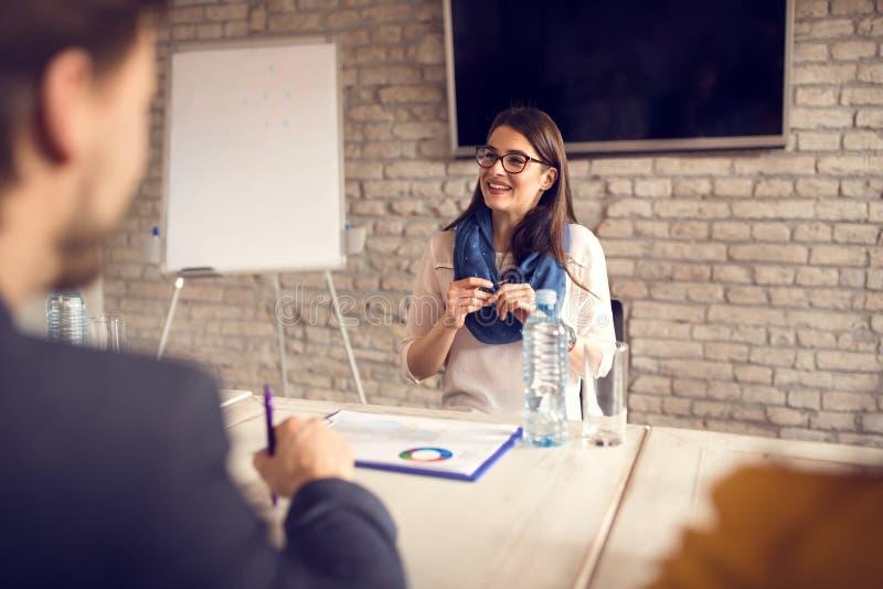 Άνεργο κορίτσι στη συνέντευξη για την εργασία στοκ εικόνες