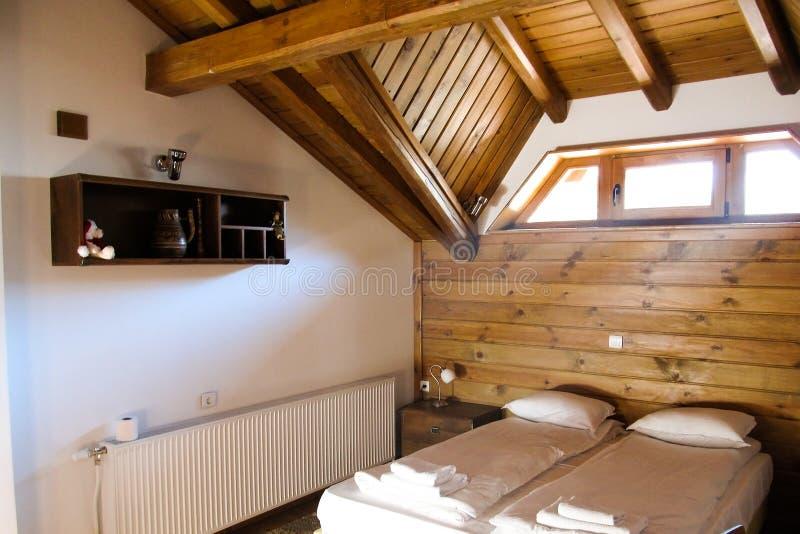 Άνετα διαμερίσματα σε ένα ξύλινο σπίτι στη Βουλγαρία στοκ φωτογραφία με δικαίωμα ελεύθερης χρήσης