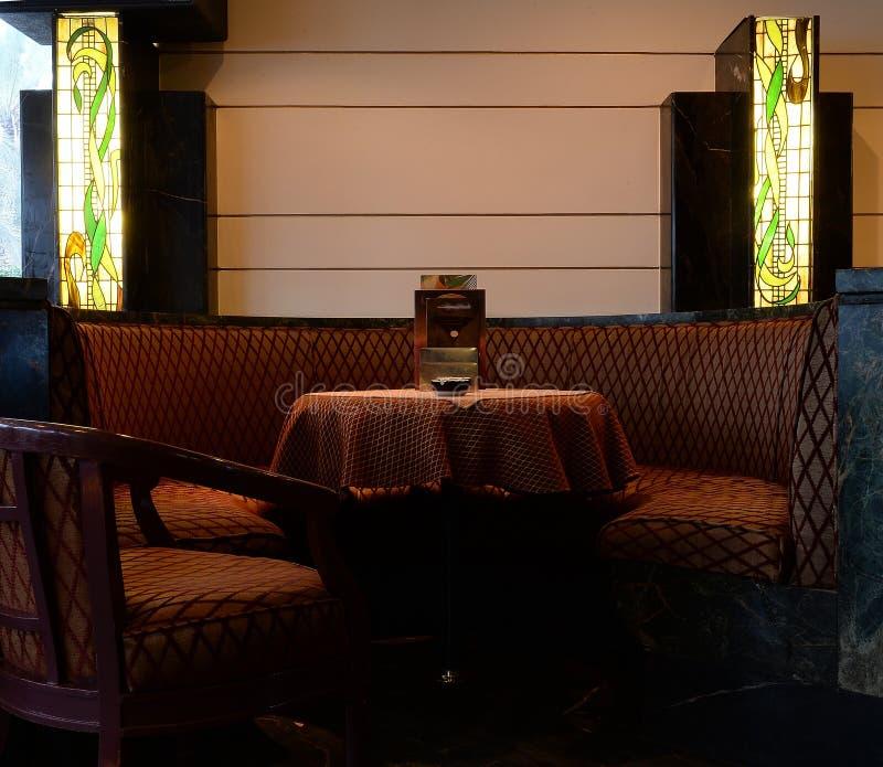 Άνετη διάταξη θέσεων στο εστιατόριο στοκ εικόνα με δικαίωμα ελεύθερης χρήσης