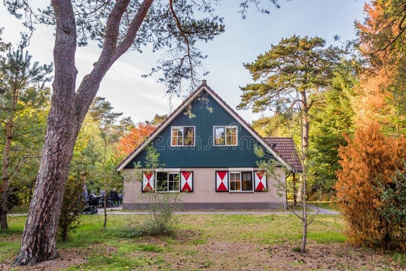 Άνετος λίγο σπίτι διακοπών στις Κάτω Χώρες στοκ εικόνα με δικαίωμα ελεύθερης χρήσης
