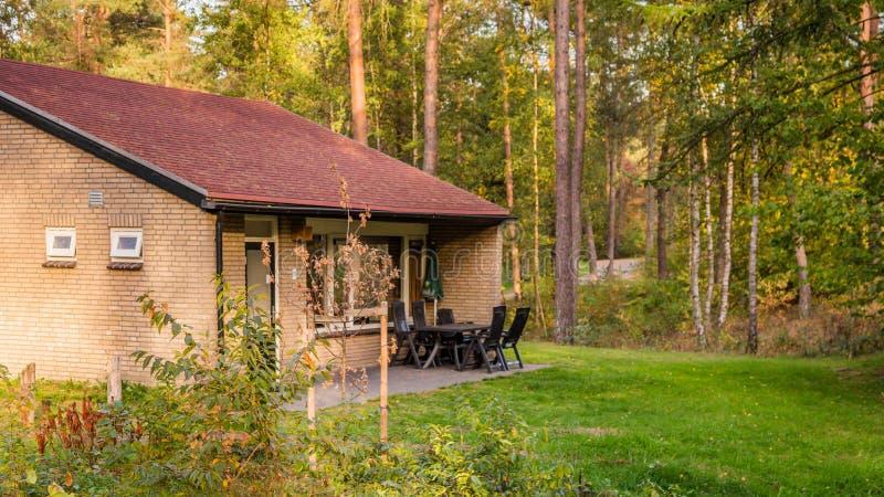 Άνετος λίγο σπίτι διακοπών στις Κάτω Χώρες στοκ φωτογραφία με δικαίωμα ελεύθερης χρήσης