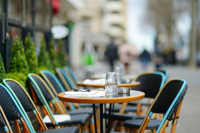 Άνετος υπαίθριος καφές στοκ φωτογραφίες