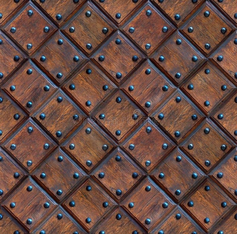 Άνευ ραφής ξύλινη σύσταση πορτών επιτροπής με τα καρφιά στοκ φωτογραφία με δικαίωμα ελεύθερης χρήσης