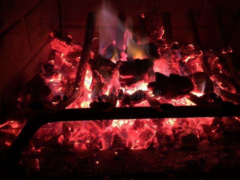 άνθρακες εστιών στοκ φωτογραφία με δικαίωμα ελεύθερης χρήσης