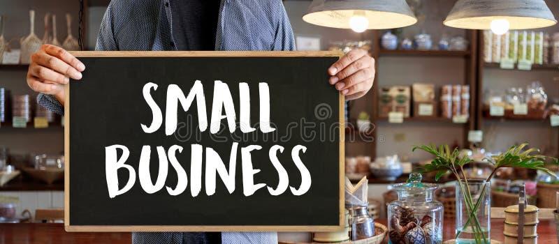άνθρωποι έννοιας μικρών επιχειρήσεων που απασχολούνται στον επιχειρησιακό καφέ Owne ξεκινήματος στοκ εικόνα