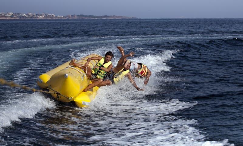 άνθρωποι βαρκών μπανανών στοκ φωτογραφία με δικαίωμα ελεύθερης χρήσης