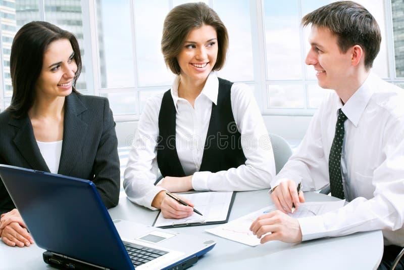 Download άνθρωποι επιχειρηματικών μονάδων Στοκ Εικόνα - εικόνα από πρόσωπο, ηλικίας: 22782821