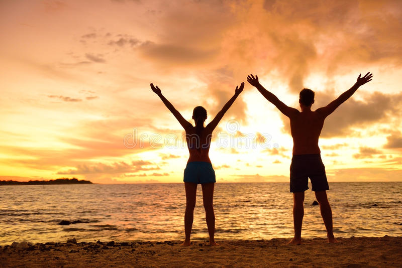 Άνθρωποι ελευθερίας που ζουν μια ελεύθερη ευτυχισμένη ζωή στην παραλία στοκ εικόνα με δικαίωμα ελεύθερης χρήσης