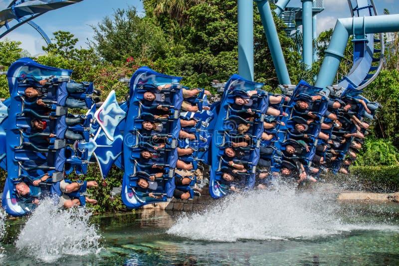 Άνθρωποι που έχουν rollercoaster Manta Ray διασκέδασης σε Seaworld 4 στοκ εικόνα με δικαίωμα ελεύθερης χρήσης