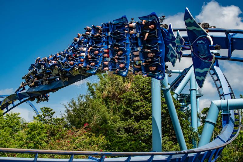 Άνθρωποι που έχουν rollercoaster Manta Ray διασκέδασης σε Seaworld 6 στοκ εικόνες