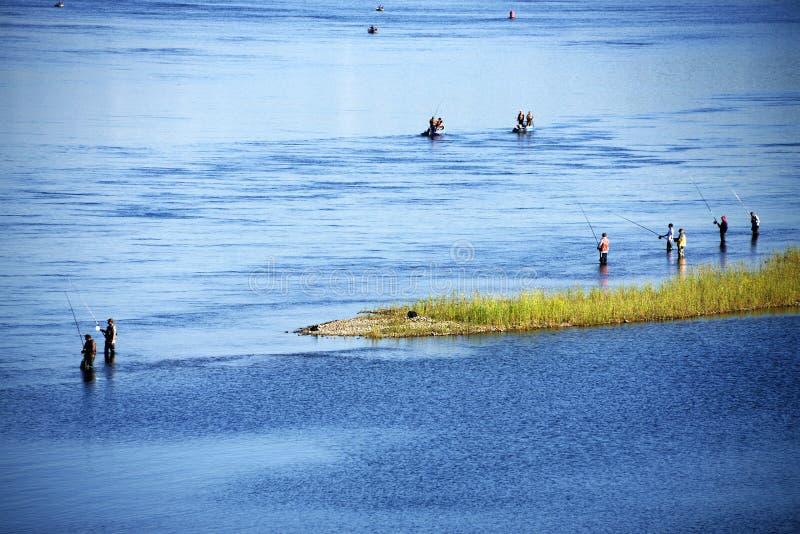 Άνθρωποι που αλιεύουν στον ποταμό Angara κοντά στο Ιρκούτσκ στοκ εικόνα με δικαίωμα ελεύθερης χρήσης