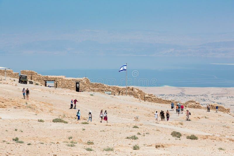 Άνθρωποι που εξερευνούν το εθνικό πάρκο Masada στοκ εικόνες με δικαίωμα ελεύθερης χρήσης
