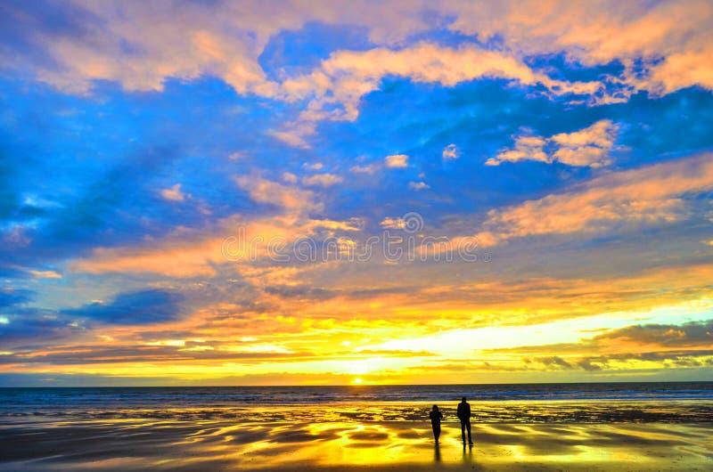 Άνθρωποι που παίζουν στον ήλιο στοκ φωτογραφία με δικαίωμα ελεύθερης χρήσης